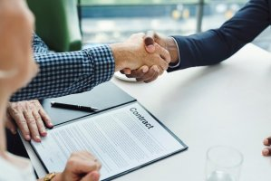 hand shake on commercial construction contract