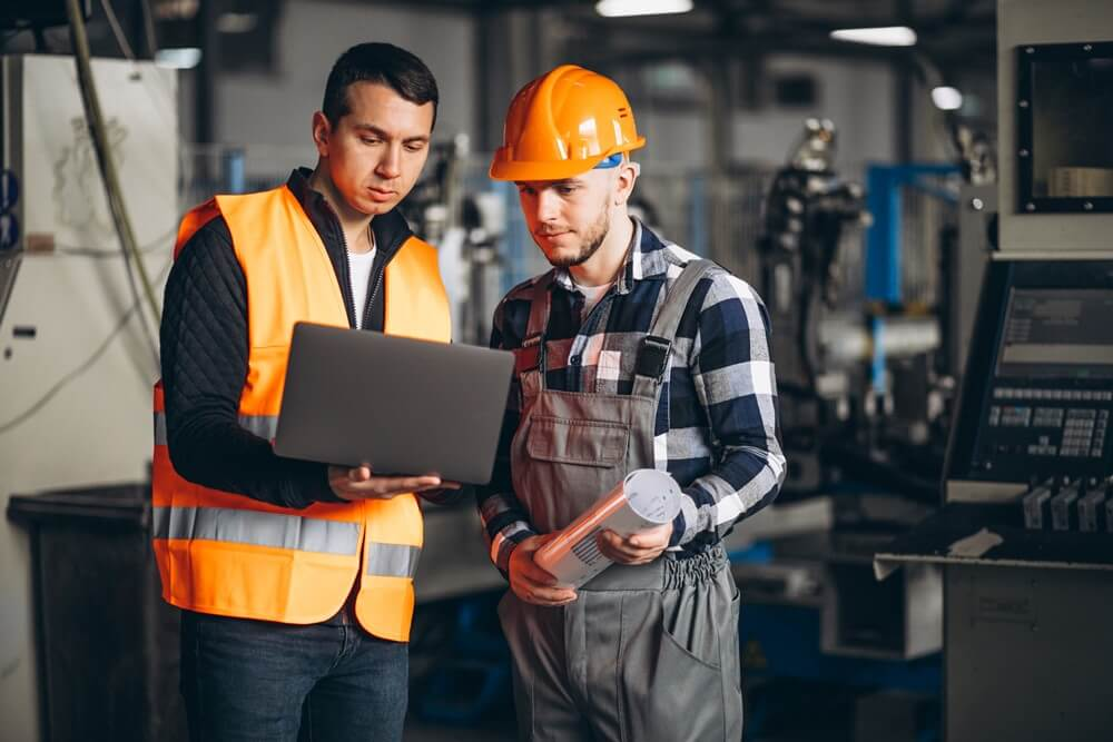 general contractor vs construction manager working in a commercial facility